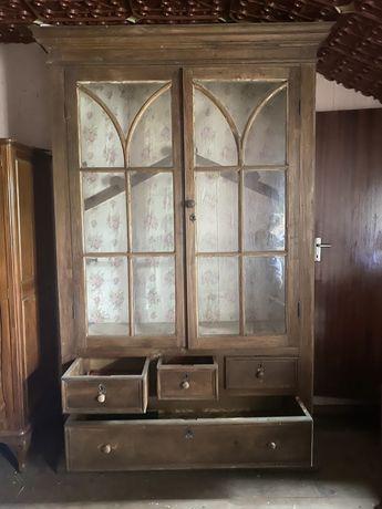 Movel com mais de 100 anos pronta para restauro