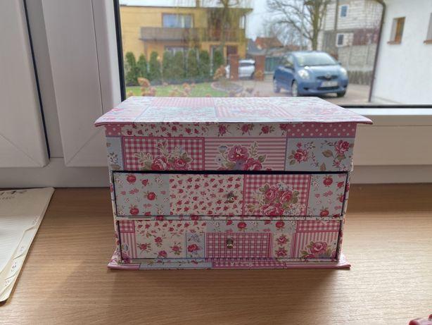 Szkatułka pudełko na biżuterię różowe