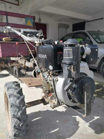 Trator com motor novo