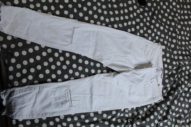 Białe spodnie sinsay rozmiar z metki 42