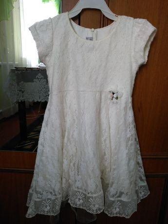 Ніжне плаття для дівчинки