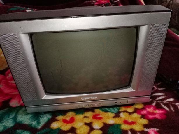 Телевизор Liberton диагональ 14 с пультом .Не рабочий.