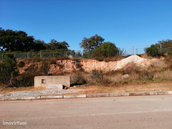 Lote de terreno com projecto de arquitectura na Quinta da Serralheira