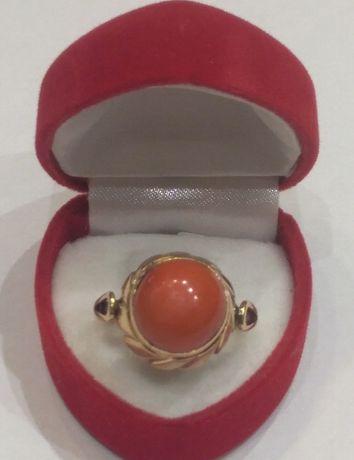Złoty pierścionek z koralem r.17-5,85g/p.585