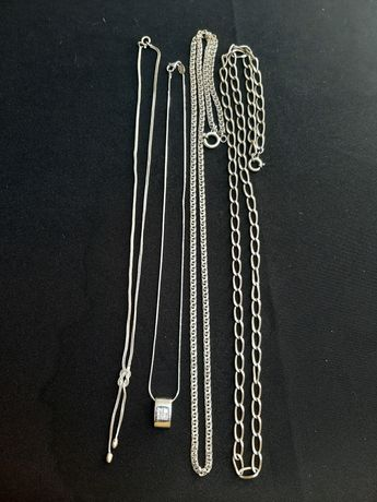 Diversos colares em prata