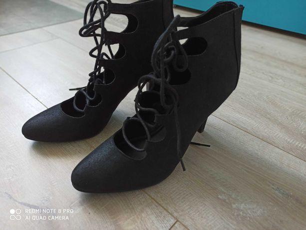 Szpilki buty wiązane roz 41 czarne śliczne nowe