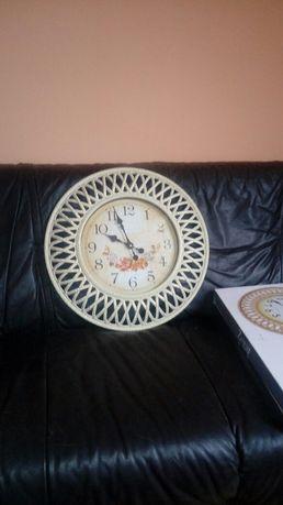Zegar owalny biały nowy