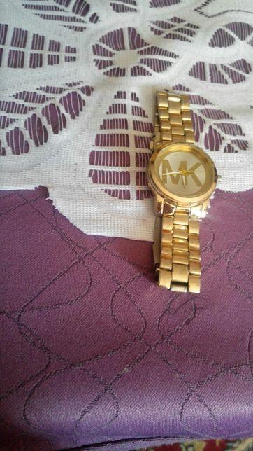 Mam ładny zegarek damski, może być męski kwarcowy.