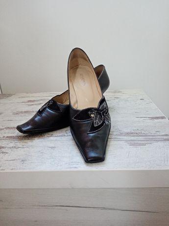 Туфли кожаные (маленький каблучок).