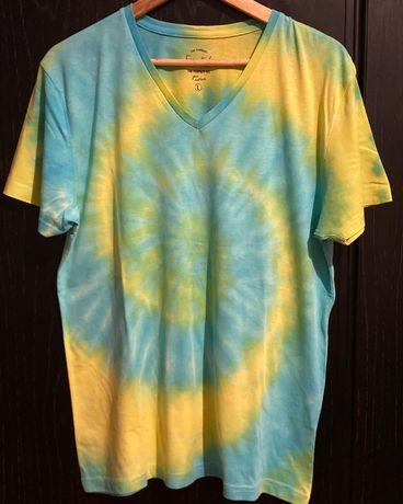 T-shirt amarela e azul