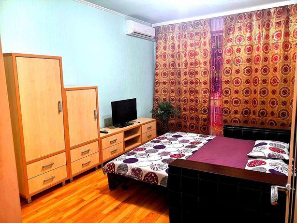 Посуточно,1-2-к.кв,1й дом от м.Студенческая,ул.Валентиновская