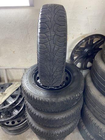 Продам комплект зимової резини з дисками 165/70 R14