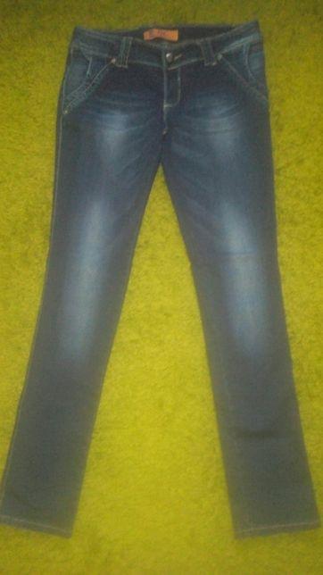 Стрейчові жіночі джинси.