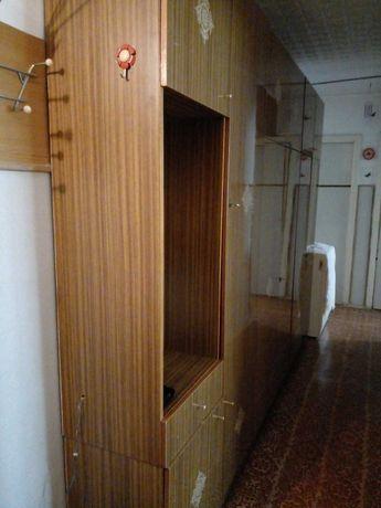 Шкаф-стенка. 3 секции, с зеркалом и антресолями