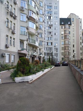 Дмитриевская центр   Шевченковский,   продаю 4 комнатную 156м