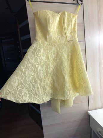 Rozkloszowana sukienka bez ramiączek