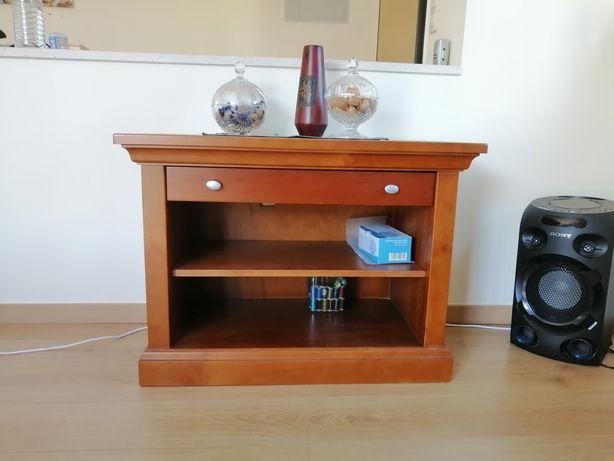 Mesa de apoio /TV em cerejeira maciça. Fabricado em Paços de Ferreira