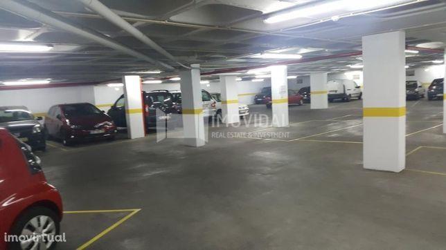 Parqueamento interior coberto na Graça