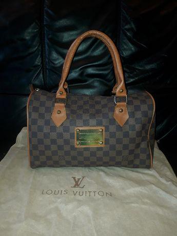 Брендова сумка бочечка LV