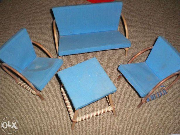 Conjunto de cadeirões e mesa de brincar