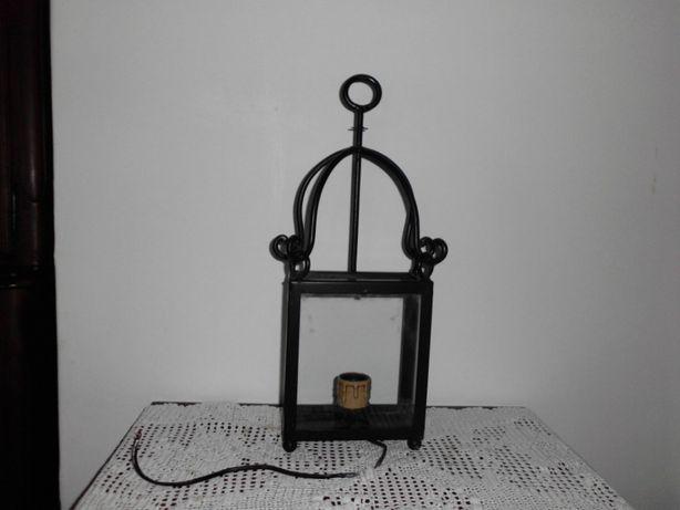 candeeiro em ferro para aplicação em parede