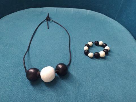 Sprzedam korale + bransoletkę wykonane z gliny – nowe.