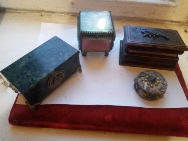 Винтажные шкатулки из змеевика, дерева, стекла и мельхиора. Цена завсе