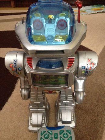 Робот на пульті.