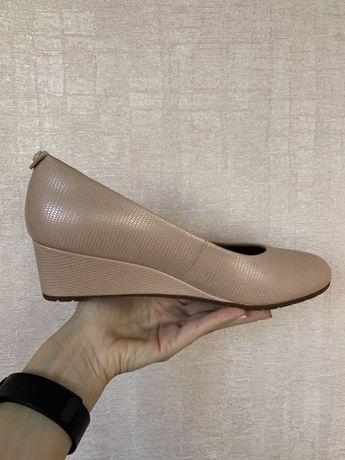 Туфли Clarks нежно розовые