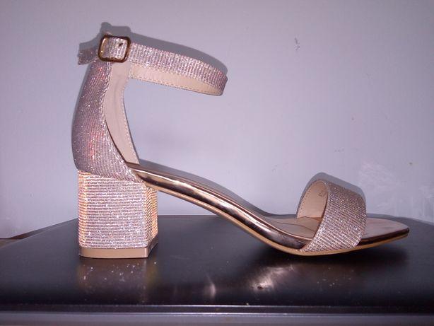 Nowe sandałki DeeZee