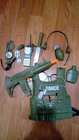 Військовий набір(лиш то що витягнули з коробочки)розпакували не гралис