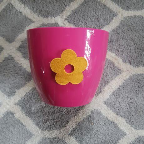 Doniczki do kwiatów w kolorze fuksji
