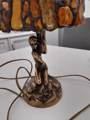 Sprzedam piękną lampkę figurka z mosiądzu  klosz z bursztynu