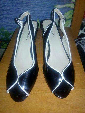 Продам женские босоножки размер 42