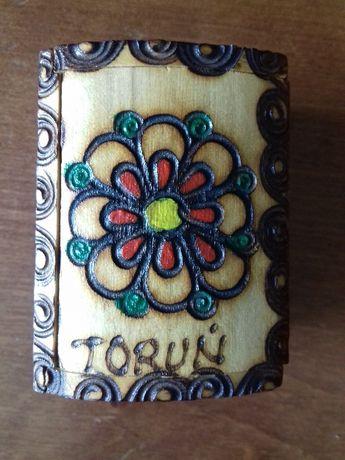 Drewniana szkatułka \ drewniane pudełeczko z napisem Toruń