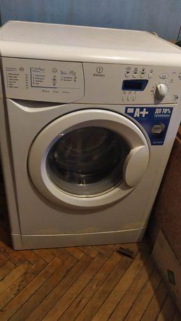 Стиральную машинку 5 kg Indesit Wixe 127
