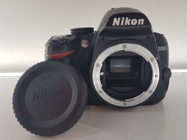Nikon D3000, plus akcesoria, przebieg 10,9 tys.