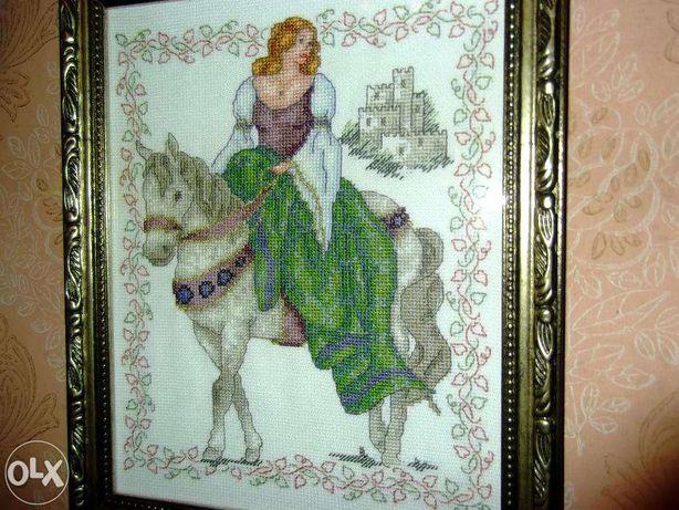 """Вышитая картина ручной работы """"наездница на лошади"""" в рамке"""