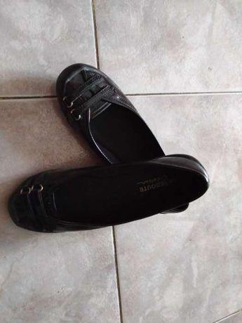 Varios sapatos novos