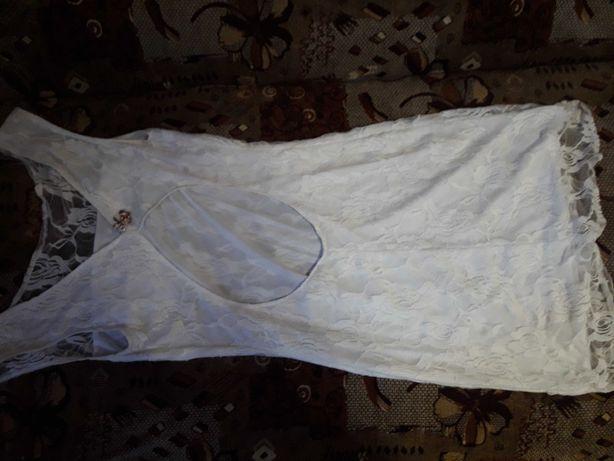 Біла вечірня сукня