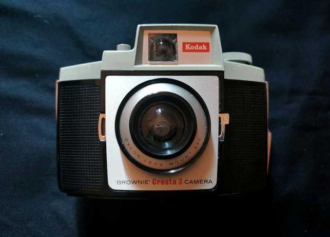 Máquina fotográfica Kodak Brownie Cresta 3