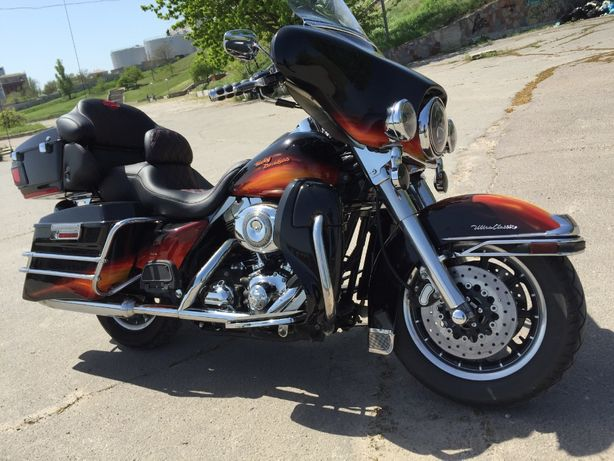 Harley-Davibson Glide Ultra.Купи себе друга. И сбежи чтоб обрести СЕБЯ