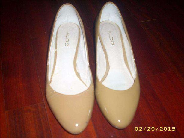 Sapatos de salto baixo da Aldo