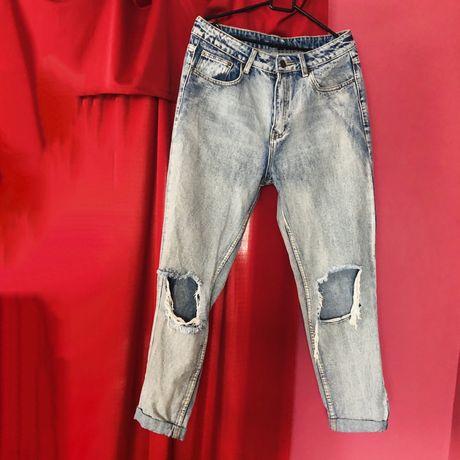 Mom jeans wysoki stan dziury Topshop dżinsowe spodnie high waist