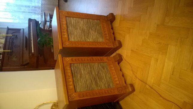 glosniki drewniane kolumny