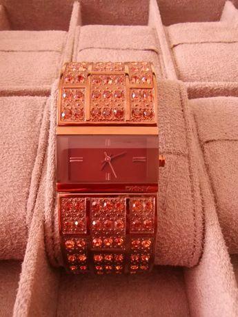 Relógio Dkny com pedras