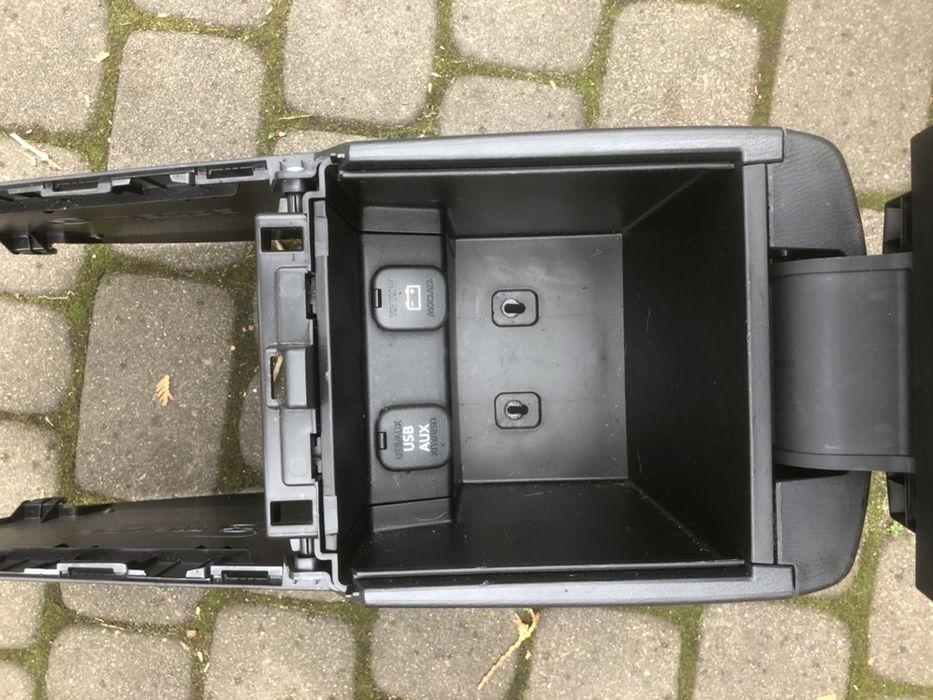 Podłokietnik skóra plus klatka nawiewu Mazda 6GJ Lublin - image 1