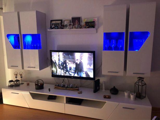 Móvel de sala com iluminação Led