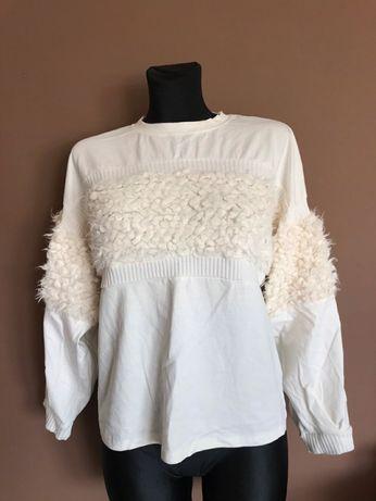 Biała bluza z dodatkiem futerka