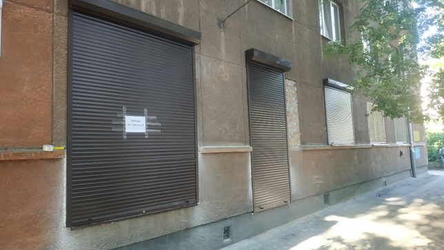 Продаж Магазин - Офіс на вул.Олени Степанівни. Фасадний вхід, фасадні